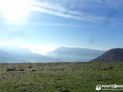 Parques Naturales Urbasa-Andía y Aralar - Nacedero del Urederra; senderos viajes y turismo